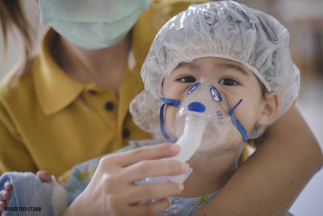 Đang nắng nóng chuyển sang mưa rào, cẩn trọng để tránh những bệnh này ở cả người lớn và trẻ em - Ảnh 2.