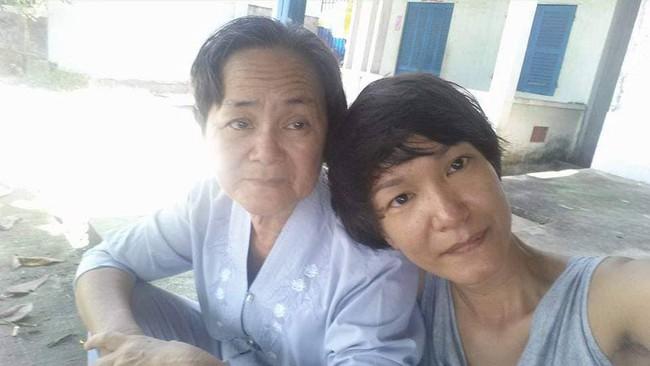 Đằng sau nồi bún măng bò Bà Dzú độc nhất Sài Gòn là câu chuyện của người phụ nữ gác lại mọi đam mê để được bên cạnh chăm mẹ - Ảnh 2.