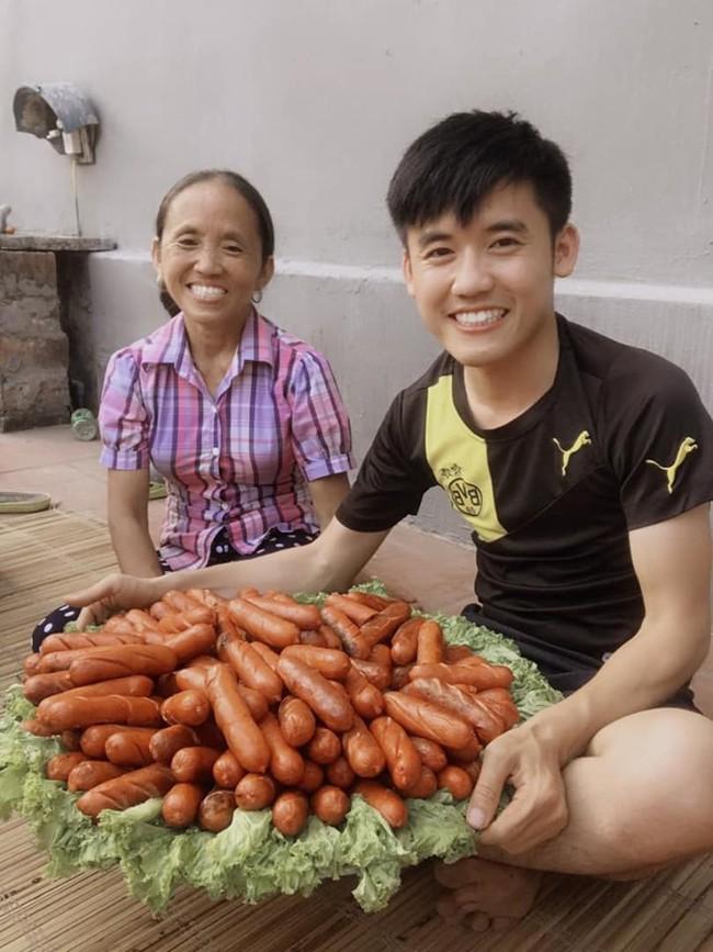 Hình ảnh bà Tân Vlog cùng con trai - Ảnh 2.