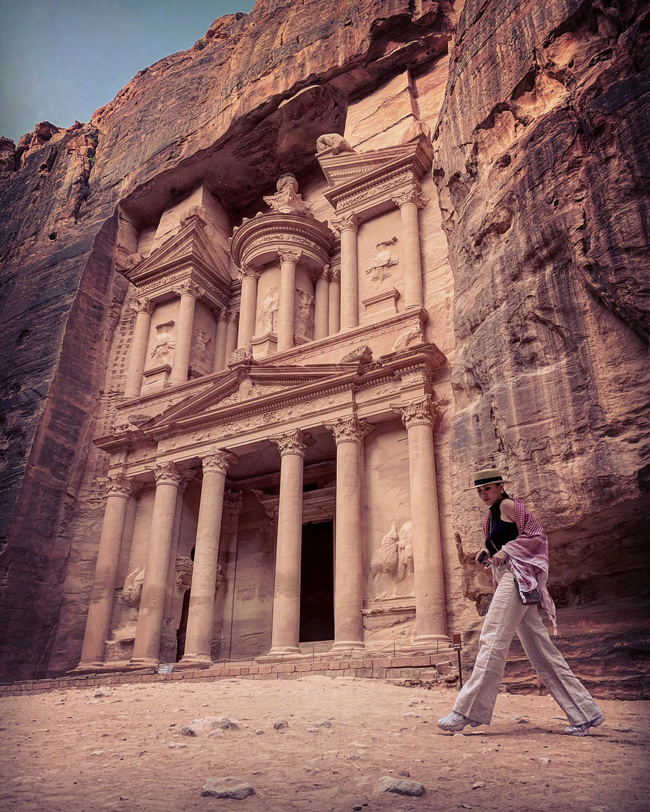 Mẹ 1 con xinh đẹp chi hàng trăm triệu đến Jordan đọc sách giữa Biển Chết, cưỡi lạc đà sa mạc - Ảnh 21.