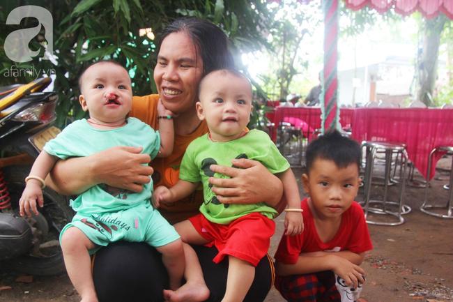 Tròn một năm, bé trai suy dinh dưỡng chỉ nặng 2kg nằm chờ chết vì mẹ nghèo nay đã bụ bẫm, đáng yêu không ngờ - Ảnh 17.