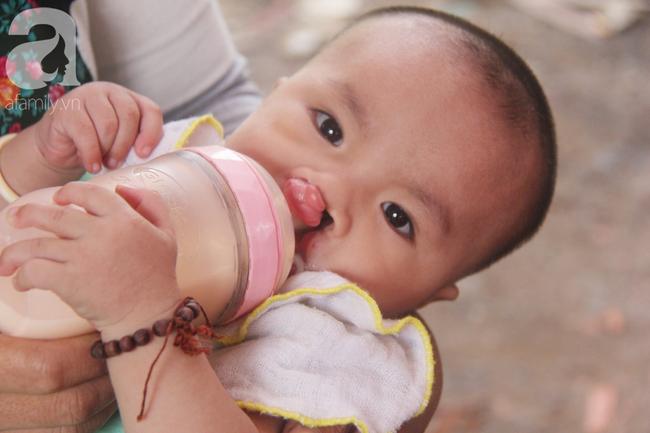 Tròn một năm, bé trai suy dinh dưỡng chỉ nặng 2kg nằm chờ chết vì mẹ nghèo nay đã bụ bẫm, đáng yêu không ngờ - Ảnh 11.
