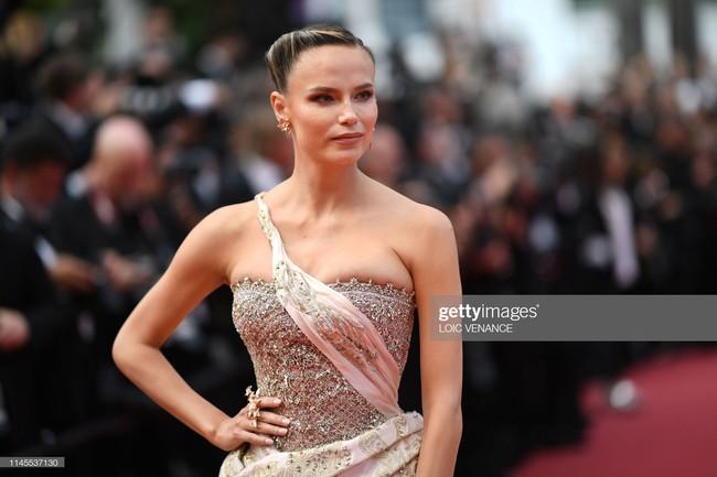 """Thảm đỏ Cannes ngày 9: Bất ngờ với gương mặt cứng đơ như tượng sáp và """"ca"""" khoe ngực hớ hênh - Ảnh 14."""