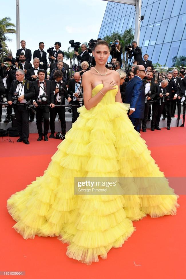 """Thảm đỏ Cannes ngày 9: Bất ngờ với gương mặt cứng đơ như tượng sáp và """"ca"""" khoe ngực hớ hênh - Ảnh 7."""
