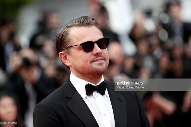 """Thảm đỏ Cannes ngày 9: Bất ngờ với gương mặt cứng đơ như tượng sáp và """"ca"""" khoe ngực hớ hênh - Ảnh 1."""