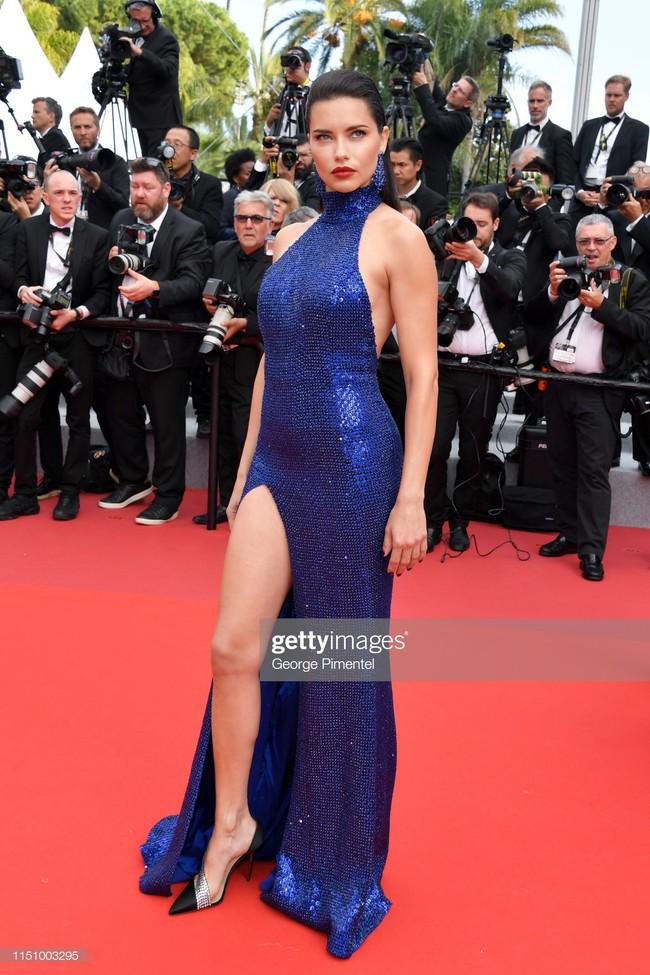 """Thảm đỏ Cannes ngày 9: Bất ngờ với gương mặt cứng đơ như tượng sáp và """"ca"""" khoe ngực hớ hênh - Ảnh 9."""