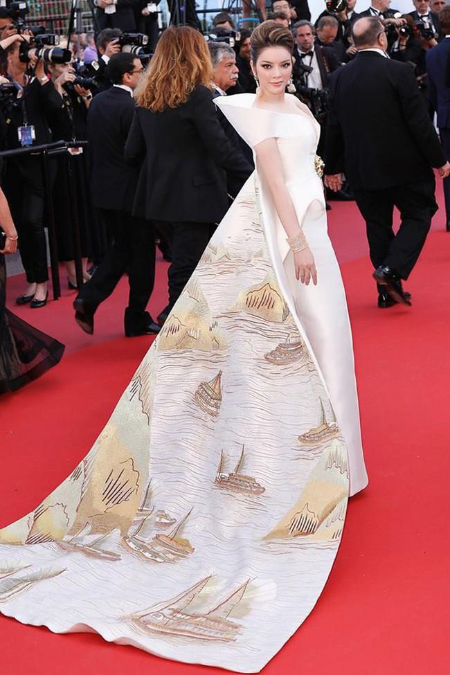 Không có Lý Nhã Kỳ thì đã có Trương Thị May mang áo dài Rồng đạp mây bay lên của NTK Việt tới thảm đỏ Cannes - Ảnh 1.
