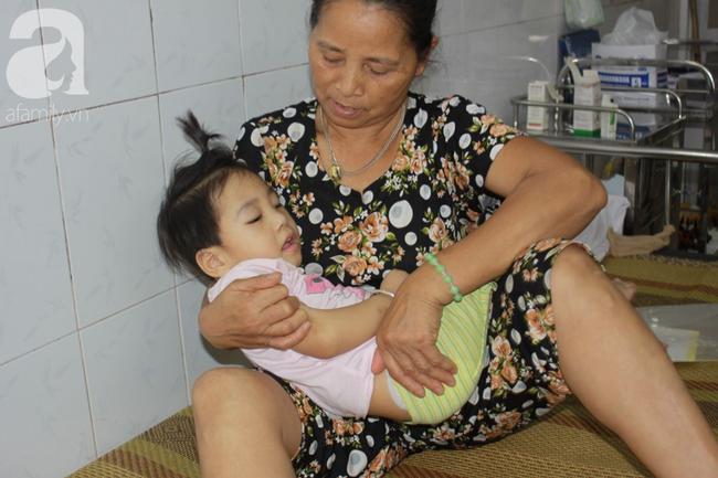 Lời khẩn cầu của người bà chăm 2 đứa cháu bị bại liệt, teo não bẩm sinh, cố giành giật sự sống từng ngày - Ảnh 5.