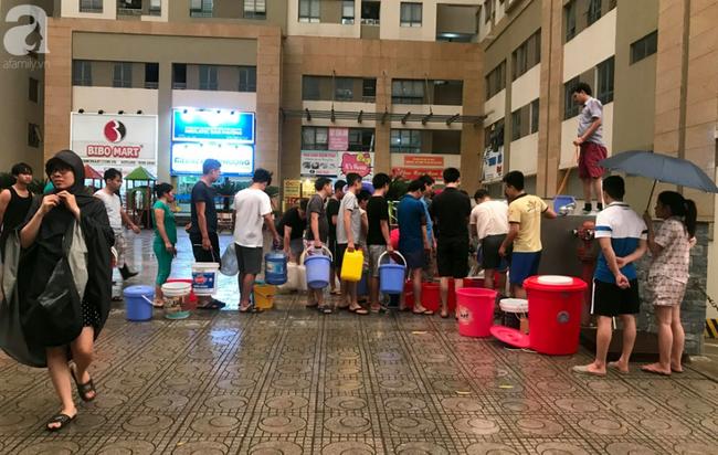 Hà Nội: Gần 10.000 cư dân bức xúc khi phải chờ đợi xách từng xô nước trong 3 ngày liên tiếp   - Ảnh 2.