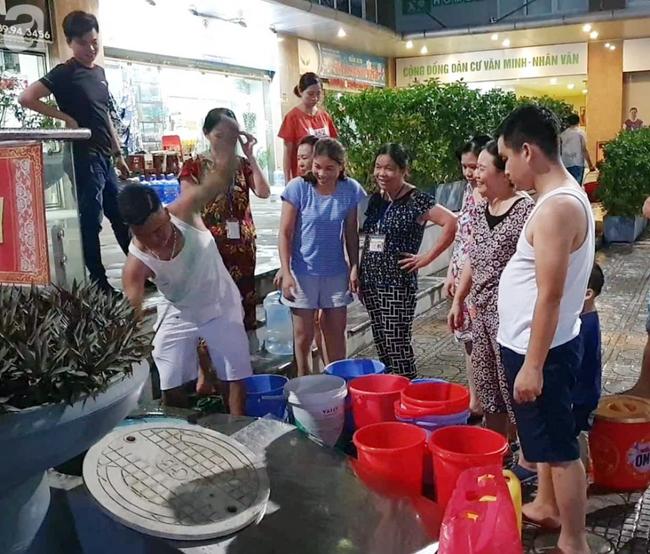 Hà Nội: Gần 10.000 cư dân bức xúc khi phải chờ đợi xách từng xô nước trong 3 ngày liên tiếp   - Ảnh 3.