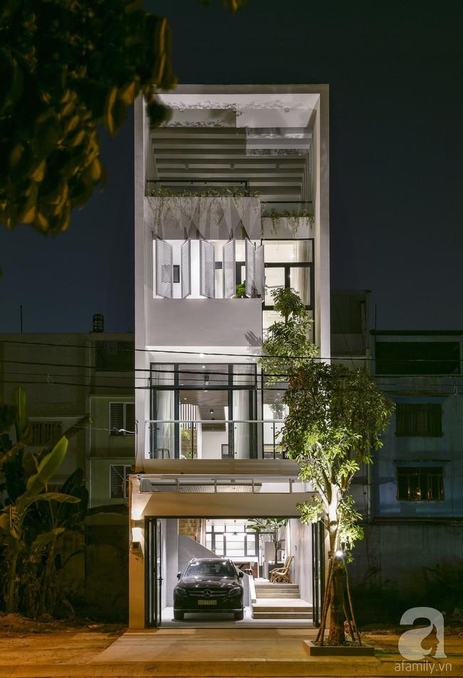 Ngôi nhà ống xanh ngát xanh bất chấp sự chật hẹp giữa phố phường Sài Gòn - Ảnh 1.