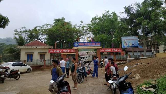 NÓNG: 5 học sinh tiểu học bị truy sát trong giờ ra chơi, 1 em chết tại chỗ, 3 em khác bị thương nặng ở Thanh Hóa - Ảnh 1.