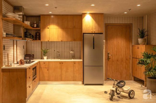 Cuộc sống vừa đủ của gia đình từ bỏ ngôi nhà rộng 200m² để chuyển đến căn hộ 70m² ngập tràn ánh sáng ở Sài Gòn - Ảnh 8.