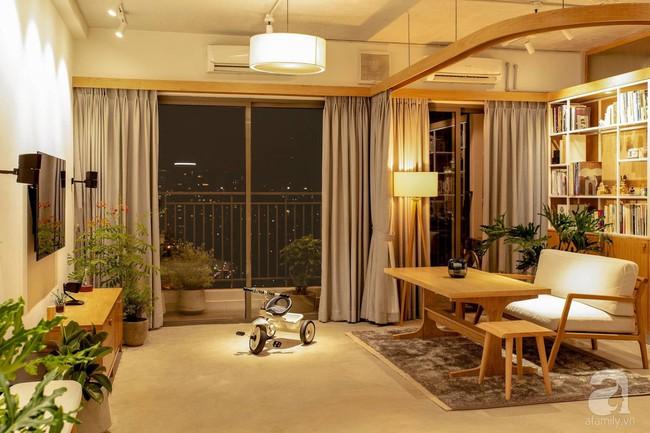 Cuộc sống vừa đủ của gia đình từ bỏ ngôi nhà rộng 200m² để chuyển đến căn hộ 70m² ngập tràn ánh sáng ở Sài Gòn - Ảnh 4.