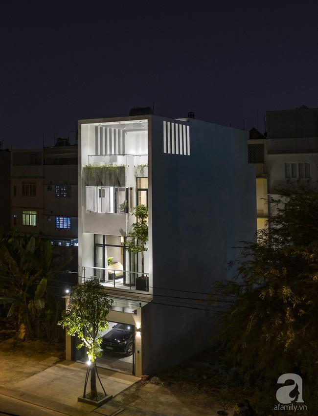 Ngôi nhà ống xanh ngát xanh bất chấp sự chật hẹp giữa phố phường Sài Gòn - Ảnh 4.