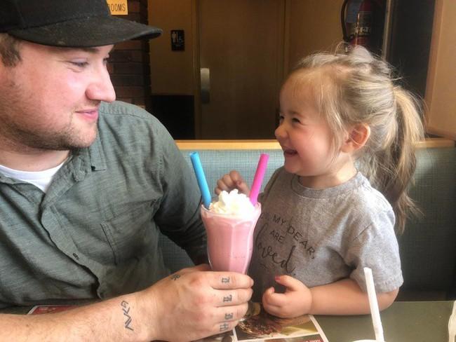 10 quy tắc đơn giản nhưng cần thiết ông bố nào cũng nên nằm lòng khi nuôi dạy một cô con gái - Ảnh 2.