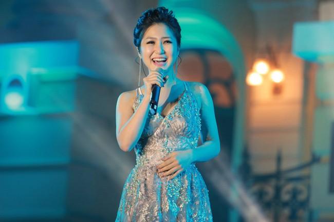 Hương Tràm tạm dừng sự nghiệp là nỗi tiếc nuối khôn nguôi của khán giả: Những lần hát live như thu đĩa, ra bài nào bài đấy thành hit - Ảnh 2.