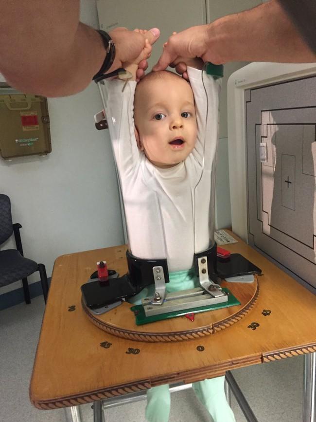 Hình ảnh gây bão mạng về sự thật khi trẻ con được đi chụp X-quang khiến dân tình cười không nhặt được miệng - Ảnh 4.