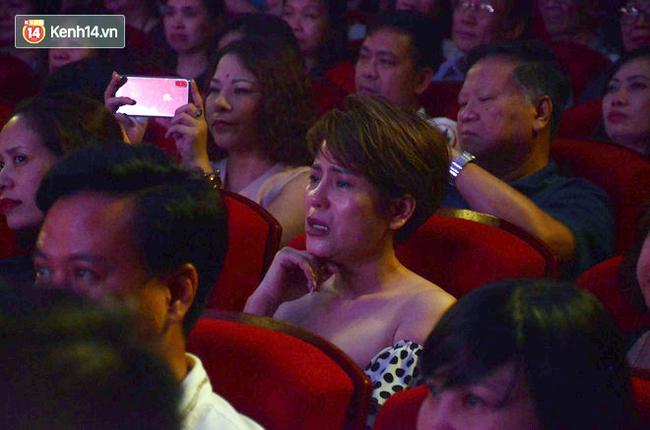 Xúc động đêm diễn ủng hộ gia đình nữ nhân viên Nhà hát Kịch Việt Nam bị ô tô tông tử vong: 200 khán giả rơi nước mắt - Ảnh 11.