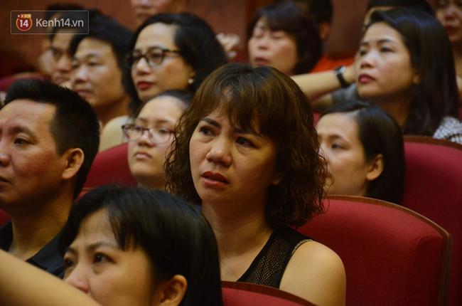 Xúc động đêm diễn ủng hộ gia đình nữ nhân viên Nhà hát Kịch Việt Nam bị ô tô tông tử vong: 200 khán giả rơi nước mắt - Ảnh 12.