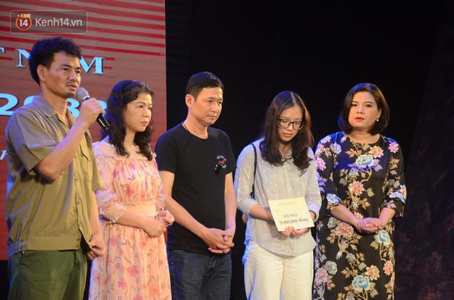 Xúc động đêm diễn ủng hộ gia đình nữ nhân viên Nhà hát Kịch Việt Nam bị ô tô tông tử vong: 200 khán giả rơi nước mắt - Ảnh 15.