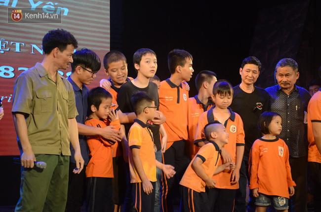 Xúc động đêm diễn ủng hộ gia đình nữ nhân viên Nhà hát Kịch Việt Nam bị ô tô tông tử vong: 200 khán giả rơi nước mắt - Ảnh 16.