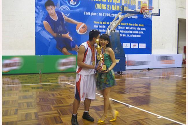 Tóc Tiên và chuyện tình thời thanh xuân với cầu thủ bóng rổ đẹp trai, cao 1m84 ít người biết - Ảnh 3.