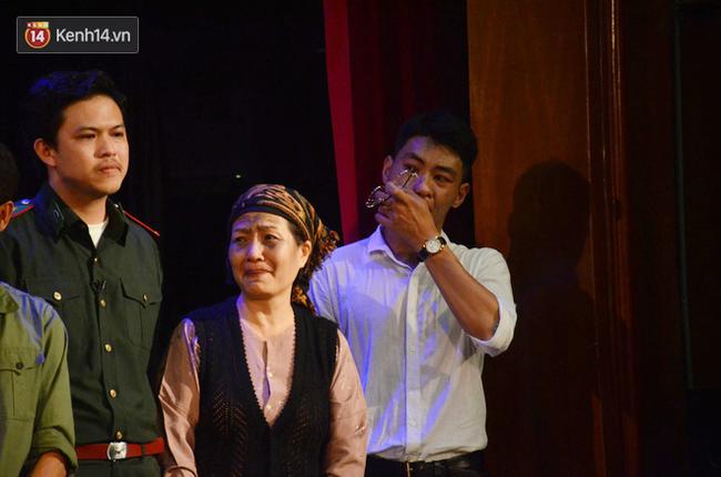 Xúc động đêm diễn ủng hộ gia đình nữ nhân viên Nhà hát Kịch Việt Nam bị ô tô tông tử vong: 200 khán giả rơi nước mắt - Ảnh 9.