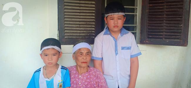 Bố mất chưa giỗ đầu thì mẹ cũng qua đời, hai đứa trẻ 6 và 13 tuổi sống côi cút, đói ăn bên bà ngoại già yếu - Ảnh 1.