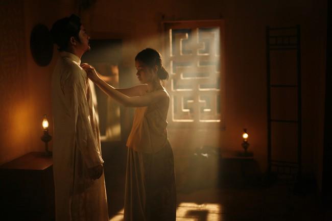 Tranh cãi gay gắt chuyện nữ diễn viên 15 tuổi đóng cảnh có bầu, lộ ngực, ân ái trong phim về phụ nữ Việt xưa - Ảnh 8.