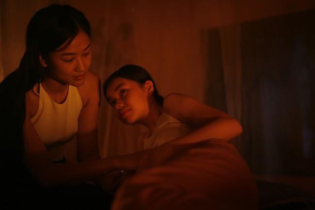 Lộ cảnh Maya khỏa thân, dạy nữ diễn viên 10x chuyện phòng the trong trailer phim Vợ ba gây sốc cộng đồng mạng - Ảnh 7.
