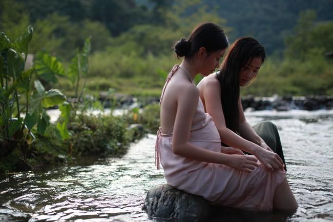 Lộ cảnh Maya khỏa thân, dạy nữ diễn viên 10x chuyện phòng the trong trailer phim Vợ ba gây sốc cộng đồng mạng - Ảnh 9.