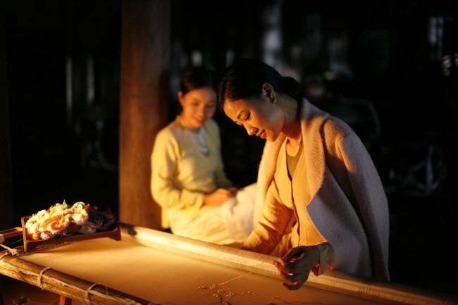 Lộ cảnh Maya khỏa thân, dạy nữ diễn viên 10x chuyện phòng the trong trailer phim Vợ ba gây sốc cộng đồng mạng - Ảnh 13.