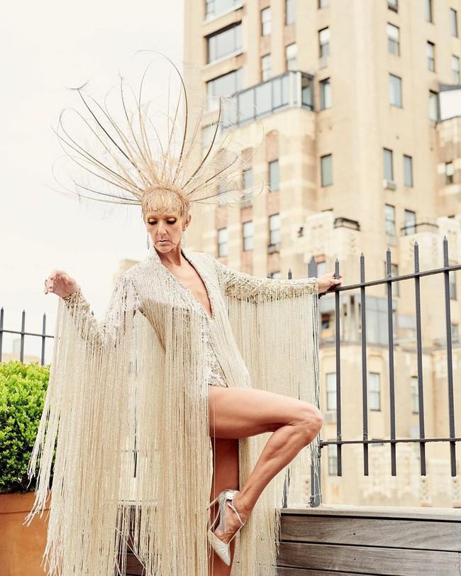 Celine Dion mặc váy đính vàng, tốn 3.000 giờ thực hiện và nặng gần 10kg: Bảo sao đẹp xuất sắc như bà hoàng tại Met Gala - Ảnh 3.