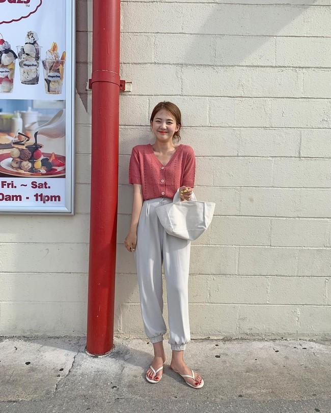 Cá là bạn không chỉ học được cách mix đồ mà còn tiện học được cả cách pose dáng ảo diệu từ street style Châu Á  - Ảnh 9.