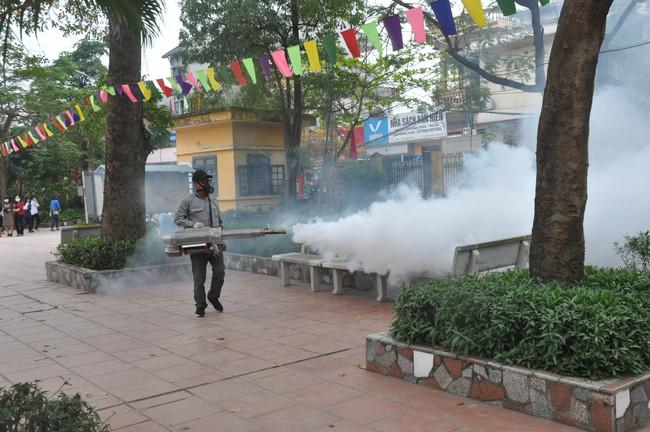 3 ổ dịch sốt xuất huyết mới trên địa bàn Hà Nội đã nhanh chóng được xử lý - Ảnh 1.