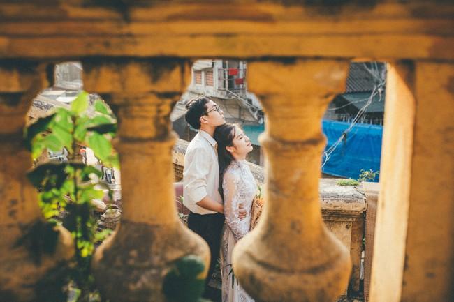 Cặp đôi mượn quần áo bố mẹ ra khu tập thể cũ chụp bộ ảnh cưới theo style thời bao cấp trong trẻo và bình yên quá đỗi - Ảnh 7.