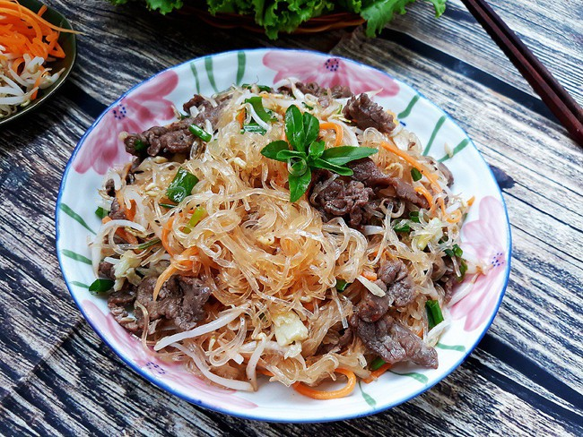 Bữa tối làm chảo miến xào thịt bò là cả nhà no đủ lại chẳng sợ thừa cân - Ảnh 6.