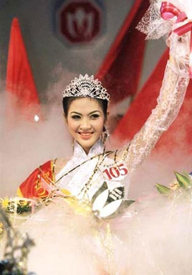 Hoa hậu Phan Thu Ngân: Cuộc đời như công chúa Lọ Lem, từ cô bé bán bánh canh ngoài chợ thành con dâu nhà Thứ trưởng, nhưng chỉ hai năm đã tan tành giấc mộng lầu hồng - Ảnh 2.