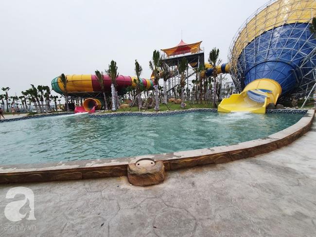 Mới mở cửa khai trương hơn 1 ngày, công viên nước Thanh Hà đã đục ngầu như ao, rác nổi khắp bể bơi - Ảnh 7.