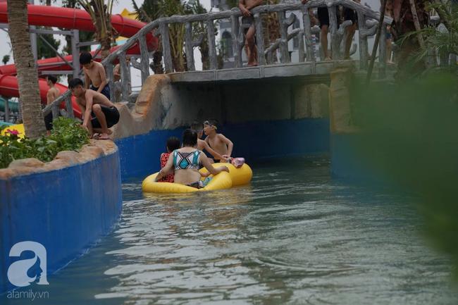 Mới mở cửa khai trương hơn 1 ngày, công viên nước Thanh Hà đã đục ngầu như ao, rác nổi khắp bể bơi - Ảnh 11.