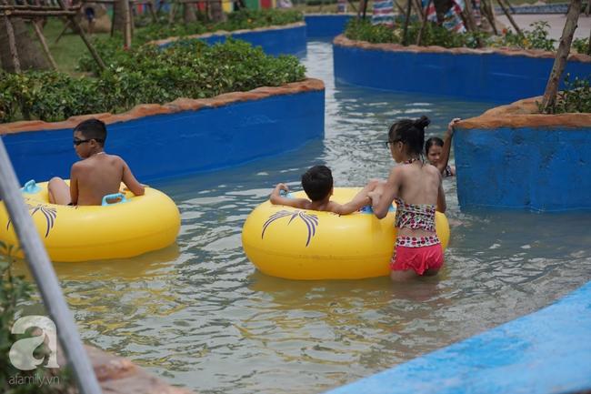 Mới mở cửa khai trương hơn 1 ngày, công viên nước Thanh Hà đã đục ngầu như ao, rác nổi khắp bể bơi - Ảnh 10.