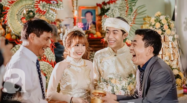 """Hot youtuber Cris Phan chính thức lên xe hoa, đám cưới đã """"siêu to, siêu khổng lồ"""" mặt chú rể còn biểu cảm như đang livestream thế này - Ảnh 5."""