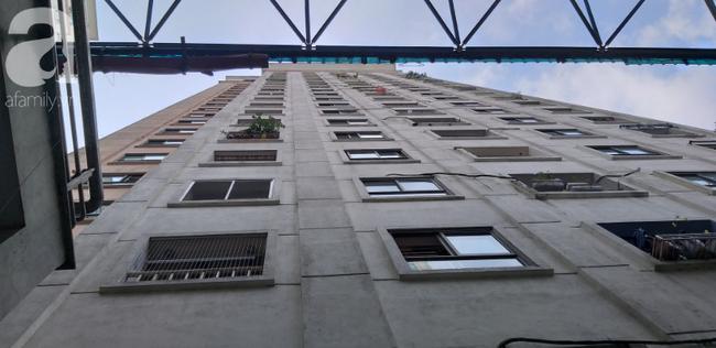 Hà Nội: Bé gái 6 tuổi rơi từ tầng 14 chung cư xuống mái tôn lúc mẹ vắng nhà đã tử vong - Ảnh 3.