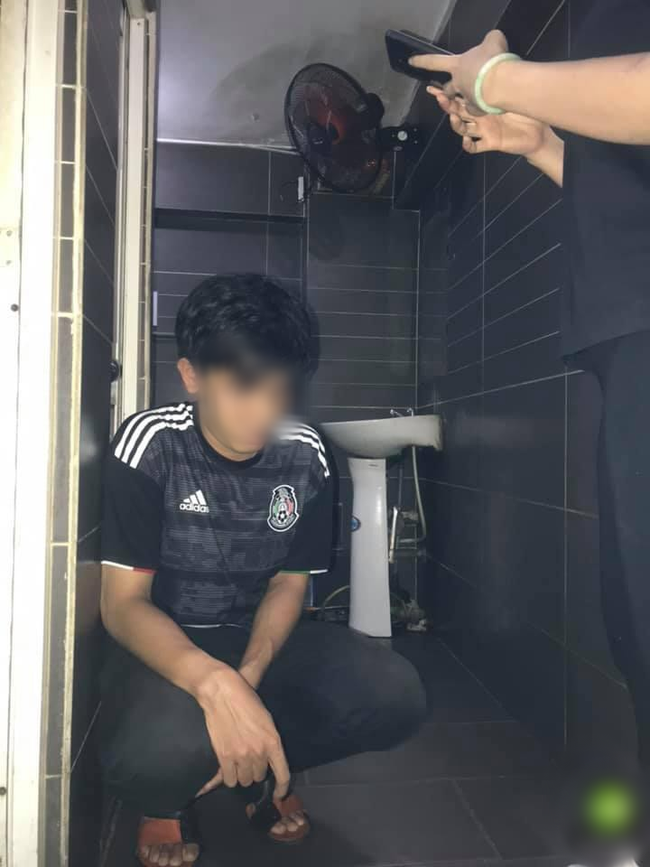 Sài Gòn: Bắt tận tay nam thanh niên biến thái vào quán cafe quay lén toilet nữ - Ảnh 3.