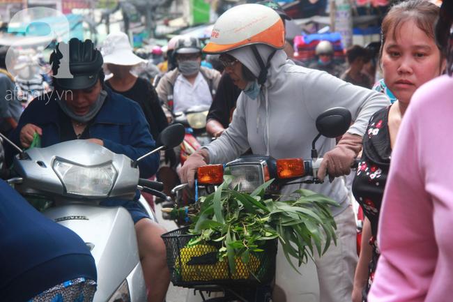 """Lá xông Miền tay vượt trăm cây số lên Sài Gòn, bánh ú tro """"cháy hàng"""" ngày Tết Đoan Ngọ - Ảnh 7."""