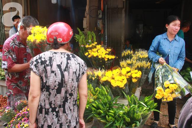 """Lá xông Miền tay vượt trăm cây số lên Sài Gòn, bánh ú tro """"cháy hàng"""" ngày Tết Đoan Ngọ - Ảnh 12."""