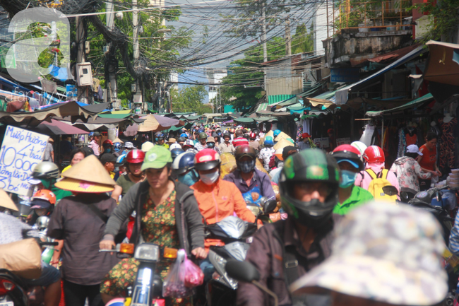 """Lá xông Miền tay vượt trăm cây số lên Sài Gòn, bánh ú tro """"cháy hàng"""" ngày Tết Đoan Ngọ - Ảnh 1."""