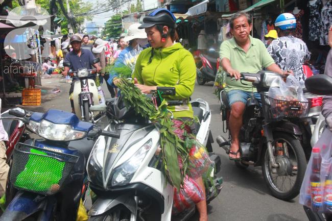 """Lá xông Miền tay vượt trăm cây số lên Sài Gòn, bánh ú tro """"cháy hàng"""" ngày Tết Đoan Ngọ - Ảnh 3."""