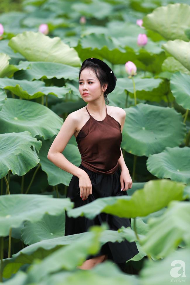 Một mùa sen nữa lại về, Hà Nội lại nhuộm hồng cánh hoa, tươi như thanh xuân của gái chưa chồng - Ảnh 9.